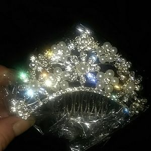 Bridal hair Comb New In package. Stunning&Blingy.